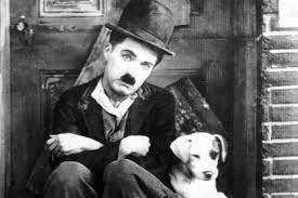 Charlie Chaplin triste du Parc du Griffon qui ne rouvre pas